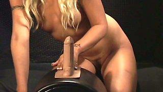 Cindy Crawford gives sex machine blowjob