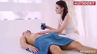 Lucky Lutro - Curvy Sister Makes Step-brother Hard During Oil Massage