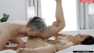 Naughty girlfriend Ginebra Bellucci decided to try anal sex