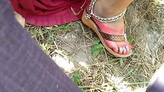Gaon wali Bhabhi ko jungle ke khet me jhuka kar choda