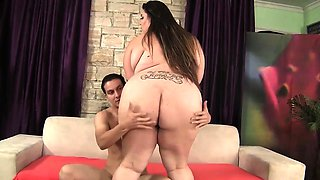 Fat 'n' fabulous plumper seduces a young stud with her