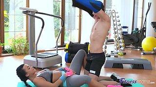 Daphne Klyde In Multiple Orgasms For Gym N