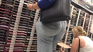 THICK MILF PAWG BBW IN JEANS CANDID