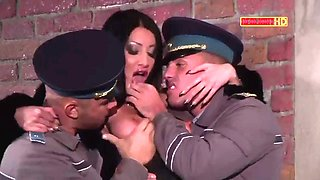 Italian brunette Laura in threesome