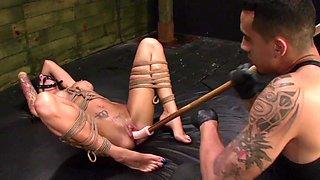 Naked sluts use the ropes to seduce one another in bondage XXX