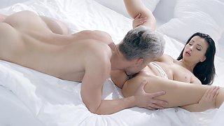 Mesmerizing sex kitten Alyssia Kent enjoys romantic sex