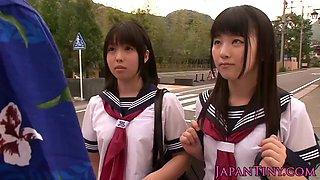 Schoolgirls love threeway 720p