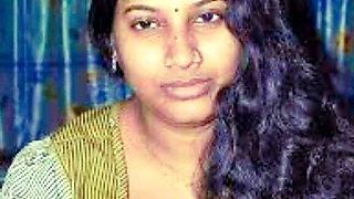 Hot Indian Mallu Aunty In Nightly Show