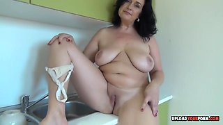 Milf With Big Cans Decided To Beat Off