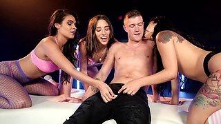 Three smoking-hot sluts share one erect penis in night club