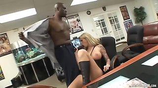 Ball Sucking Gorgeous Blonde Brooke Banner Milks BBC Lexington Steele!
