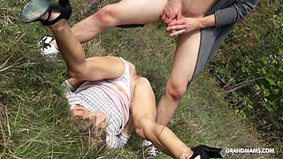 Amateur European GILF gets fucked by a young man outdoors