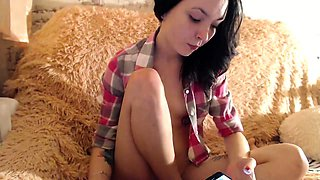 Skinny camgirl exposes her sexy feet and rubs her wet cunt