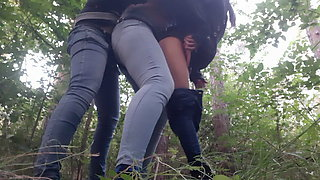 Three strangers in the forest - Lesbian-illusion
