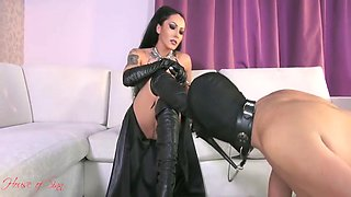 Jessica Jaymes In Begging To Clean My Boots