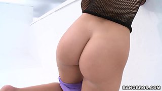 Jessie Rogers' buttocks walk in and makes us amused