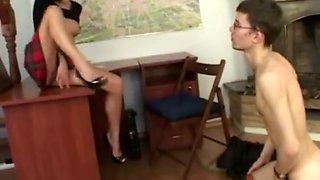 Slave used a stunning mistress