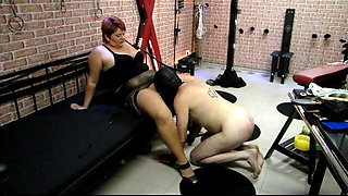 Submissive licking services ...