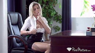 Sexy blonde secretary with big ass Cory Chase deserves good doggy