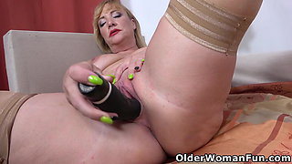 Mature milf Victoria dildos her bald pussy
