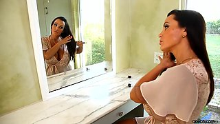 American housewife Lisa Ann is playing with her sexy toy in the shower