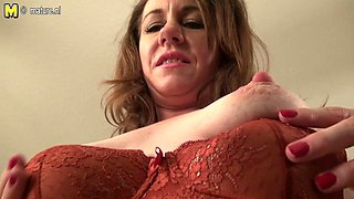 Cute American Housewife Playing With Herself - MatureNL