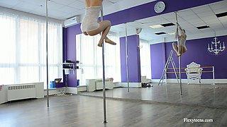 Russian flexible pole dancer Irina Brovkina shows striptease