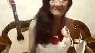 Abuela bailando (no desnudos)