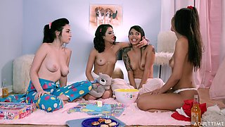 Great moments in foursome scenes for the lesbians
