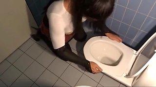 Crossdresser toilet cleaner
