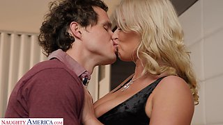 Single friend's mommy London River allows to lick anal hole and wet pussy