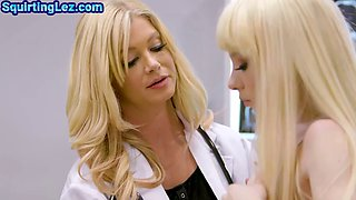 Les doctor fingering and licking squirting girlfriend at work