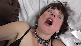 Granny has experience with black dicks