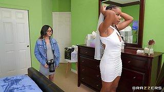 Interracial lezzie oral between ebony and petite Asian