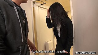 Pretty guest Shizuku Iori thanks her hero with a good blowjob in the shower