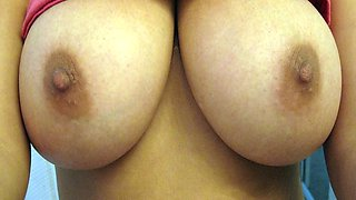 Big Tits Girlfriend Loves Rubbing Her Pussy On Cam