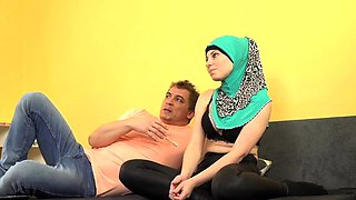 Sexy muslim woman loves full mouth cum