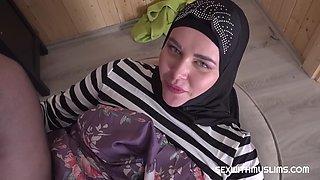 Muslim girl fucks boyfriend