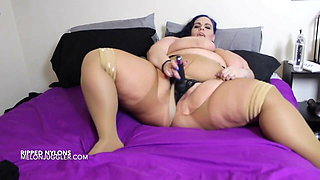 Lyla Everwettt big ass and big tits in ripped nylons