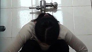 Public toilet voyeur films amateur Japanese babes peeing