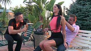 Sizzling model Loren Minardi gets double penetrated for the first time