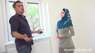 Muslim tenant gets discount in exchange for fuck