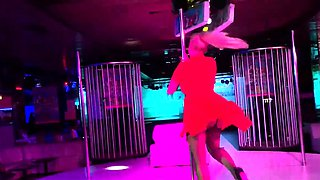 Bodacious mature stripper puts on a fabulous show on stage