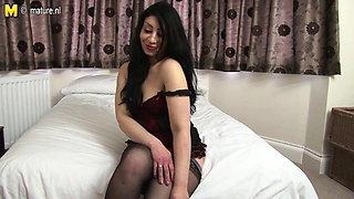 Hot Arab British MOM getting naked and naughty