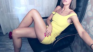 Small titted babe toys her pussy on webcam