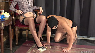 Japanese Femdom Facesitting and Foot Fetish – Messy