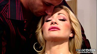 Terrific blonde MILF with big boobs gets her tasty quim licked