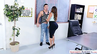 Voluptuous lady with sexy big booty Julianna Vega desires to work on cock