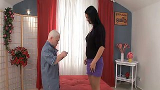 Tall and leggy brunette hottie gets fucked by a midget