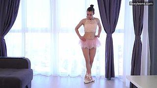 Russian ballerina Kazanska Sirota does the splits and shows off yummy pussy